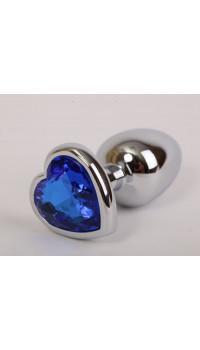 Серебристая анальная пробка с синим стразиком-сердечком - 7,6 см.